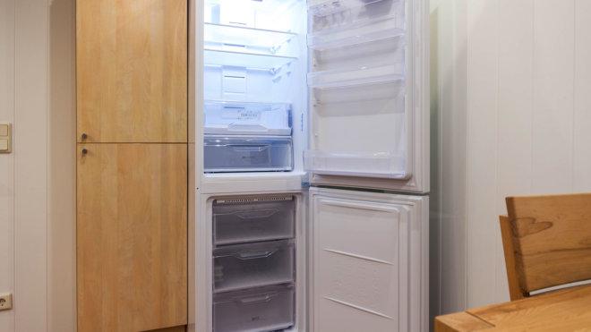 Großer Kühl- und Gefrierschrank