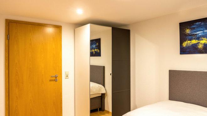 Kleiderschrank Einzelschlafzimmer