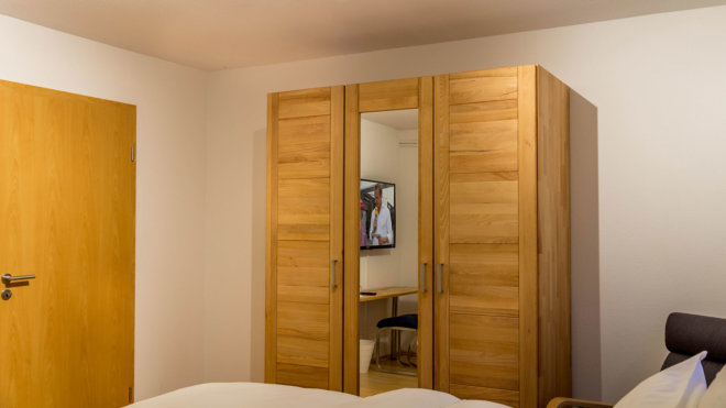 Kleiderschrank Doppel-Schlafzimmer 2